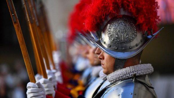 ĐGH gặp 38 tân binh của đoàn vệ binh Thụy Sĩ