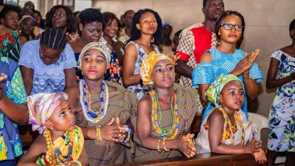 Caritas Ghana phân phát hàng hóa Vatican tài trợ cho 800 người nghèo