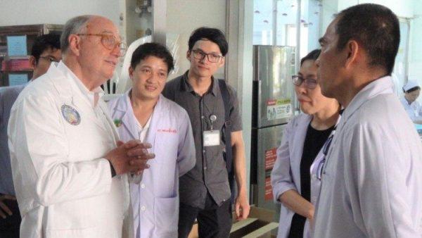 Hợp tác giáo dục y tế giữa Dòng Tên Mỹ và Việt Nam