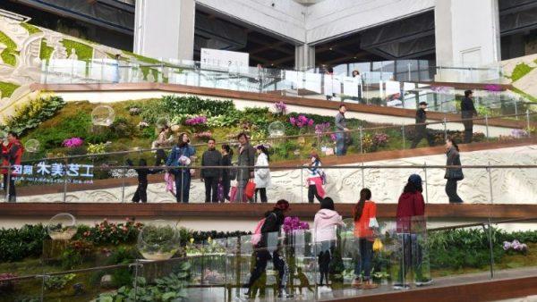 Gian hàng triển lãm Vatican thu hút khách tại Bắc Kinh