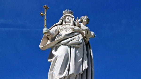 Những vụ tấn công mới vào Công giáo Hoa Kỳ: tượng Chúa Giêsu bị chặt đầu, tượng Đức Mẹ bị sơn đỏ