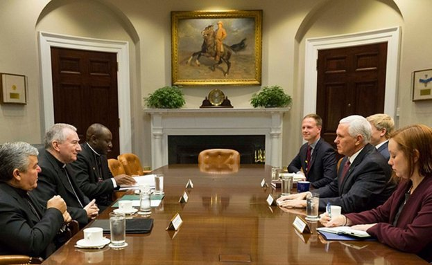 Phó Tổng thống Mỹ thảo luận với ĐHY Quốc vụ khanh