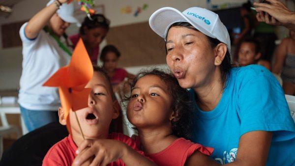 Hơn 300 ngàn trẻ em Venezuela ở Colombia cần hỗ trợ nhân đạo