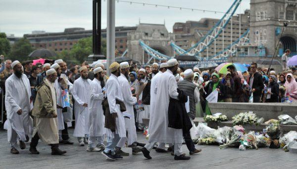 Các imam từ chối cầu nguyện trong tang lễ của những kẻ khủng bố thiệt mạng