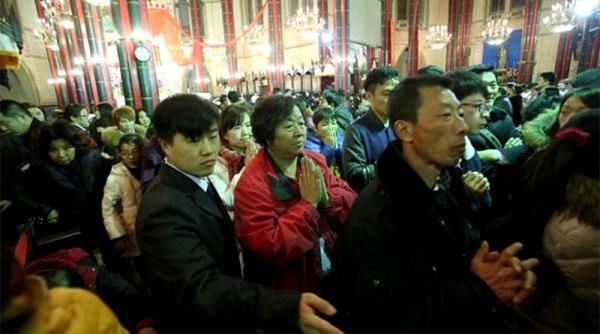 Tín hữu Trung Quốc viếng đền các Thánh Tử Đạo để cầu cho sự hiệp nhất