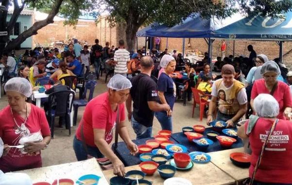 Tình nguyện viên Công giáo tiếp đón người tị nạn Venezuela