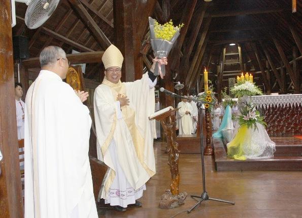 Thánh lễ tạ ơn kỷ niệm 11 năm Giám mục của Đức cha Vinh Sơn Nguyễn Văn Bản