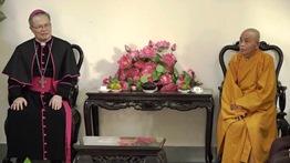 Phái đoàn Tòa Tổng Giám mục Huế chúc mừng Đại Lễ Phật Đản