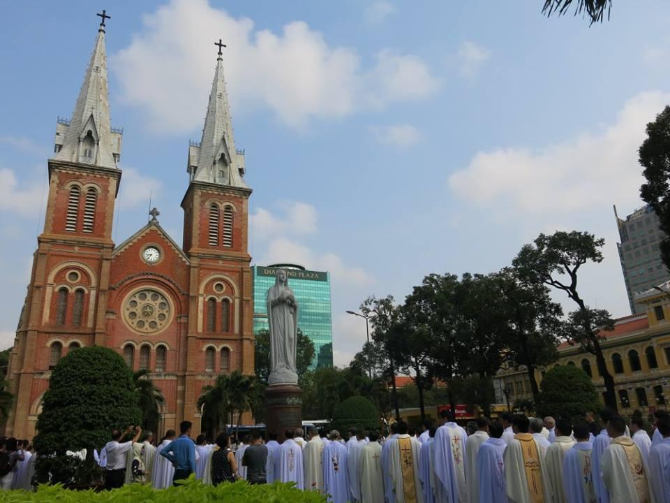 Nhà thờ Chính tòa Sài Gòn: Thánh lễ Truyền Dầu (24.3.2016)