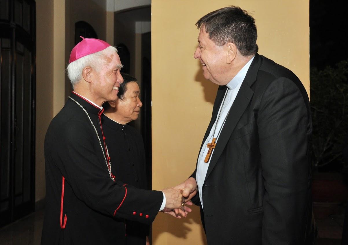 Tổng Trưởng Bộ Đời sống Thánh Hiến đến thăm và dâng Thánh Lễ tại TGM Xuân Lộc