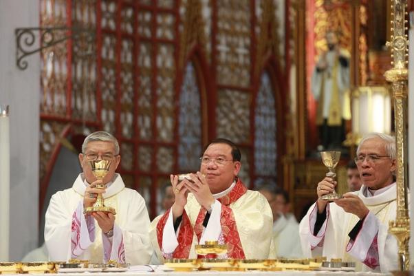 Đức cha Giuse Vũ Văn Thiên chính thức nhận sứ vụ TGM tại TGP Hà Nội