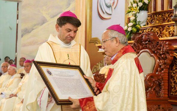 Thánh lễ tạ ơn mừng ngày thành lập GP. Hà Tĩnh và khởi đầu sứ vụ của ĐGM Phaolô Nguyễn Thái Hợp