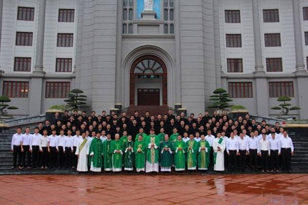 Đức TGM Marek Zalewsky kết thúc chuyến thăm Giáo phận Thái Bình