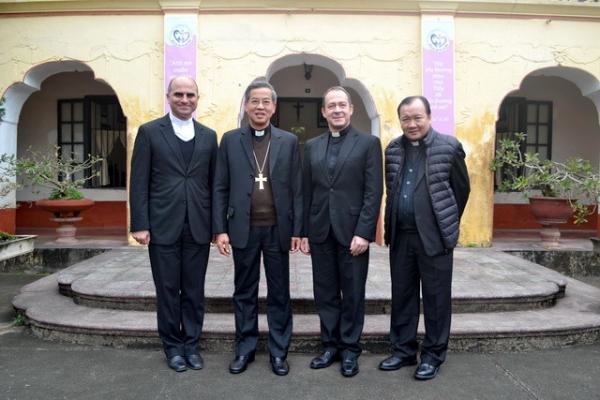 Phái đoàn Bộ Ngoại giao Toà thánh đến thăm Việt Nam