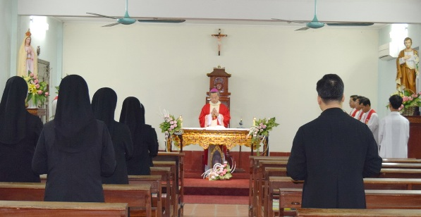 Đức TGM Giuse Nguyễn Năng lên đường đi nhận sứ vụ mới