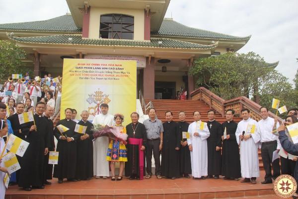 Đức TGM Đại diện Tòa Thánh thăm GP Lạng Sơn Cao Bằng và cử hành Thánh lễ Khánh nhật Truyền giáo