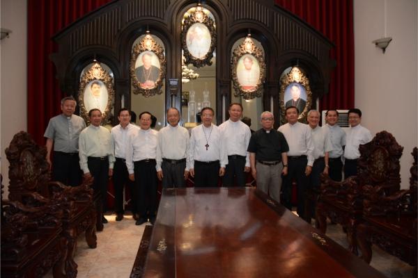 Phái đoàn Giáo phận Phan Thiết đến chào Đức cha Giuse Đỗ Mạnh Hùng