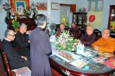 Phái đoàn Tòa TGM chúc mừng lễ Phật Đản Ban Trị sự Thành Hội Phật giáo Tp. HCM