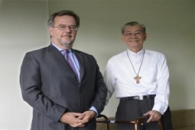 Đại sứ Tây Ban Nha đến thăm Đức Hồng y Phạm Minh Mẫn