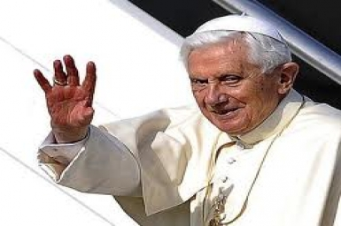 Đức Giáo hoàng Bênêđictô XVI trả lời phỏng vấn của báo chí trên đường đến Mexico