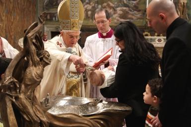 Thay đổi trong nghi thức rửa tội nhấn mạnh đến căn tính của Hội Thánh