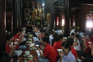 Người Việt trẻ lên chùa chữa ``tâm bệnh``